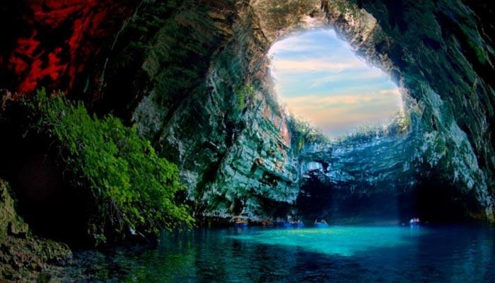 Phong Nha-Ke Bang é um parque nacional na província vietnamita de Quang Binh. O parque está 50 km a norte de Dong Hoi