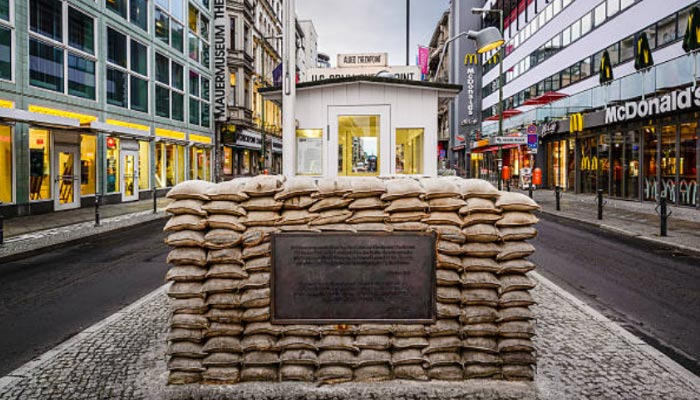 Checkpoint-Charlie