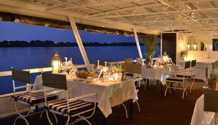 cruzeiro-com-jantar-pelo-rio-Zambeze,