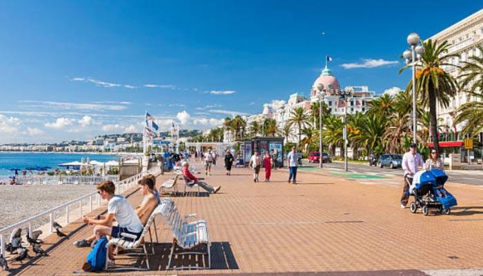 Caminhar-pela-Promenade-des-Anglais-