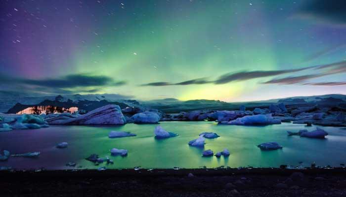 uma-bela-aurora-boreal-no-ártico