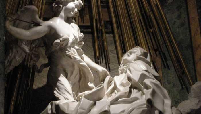 Obra em mámore O Êxtase de Santa Teresa aproximada